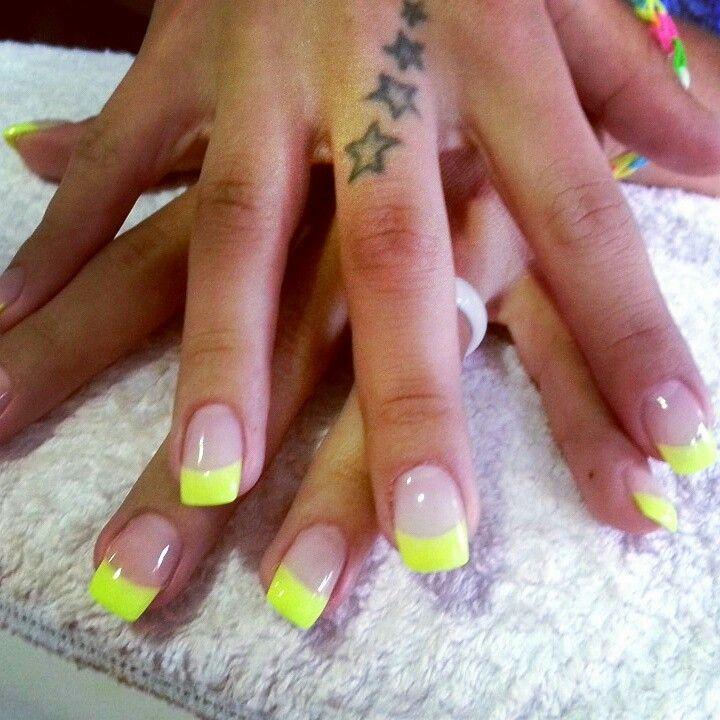 gel french fluo jaune ongles pinterest fran ais. Black Bedroom Furniture Sets. Home Design Ideas