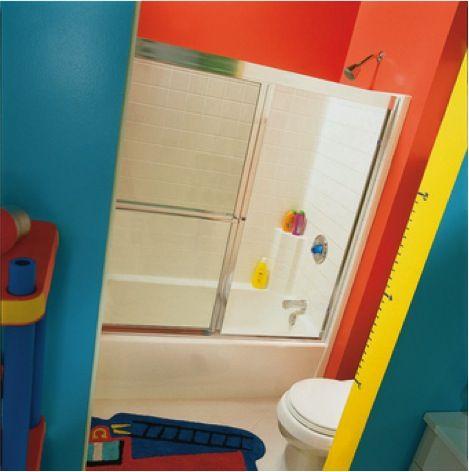 Los pequeños amarán su espacio lleno de colores.  Pintura Behr - High Dive P480-5, Emergency Zone P190-6, Buzz-Inn P300-6