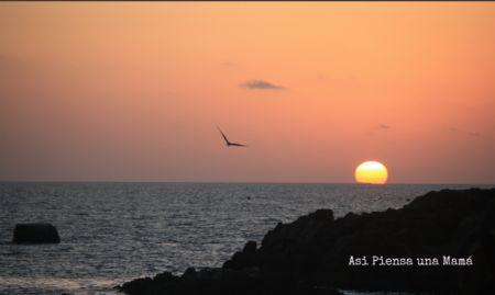 Atardecer sobre el mar en el desierto / sea sunset in atacama desert
