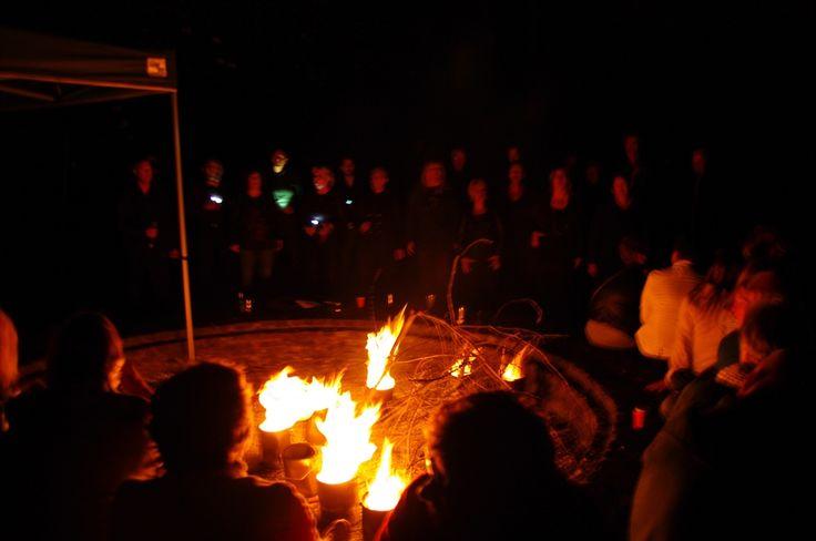 Een mythische tocht over het zuidelijk deel van Schokland worden de bezoekers vermaakt met muziek, heksenverhalen, een versnapering en fakkels en lichtjes. Dit is een activiteit tijdens Uit-jeTent Weekend