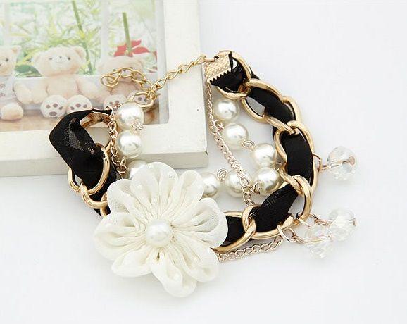 Flower charm bracelet in black Price: R45