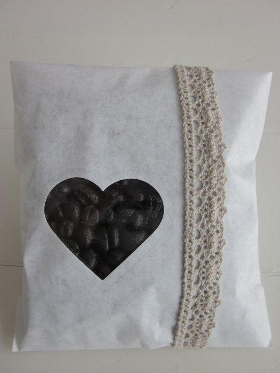 Favor bags --- Gebroken wit papieren zakjes met een klein hart venster set van 20 compleet met cellofaan zakjes --- Voor je bruiloft of verjaardagsfeest