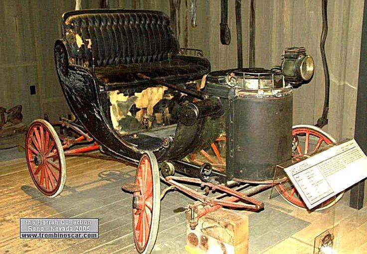 CAPITOL Prototype Steam Chariot, voiture prototype de 1902  La CAPITOL Prototype Steam Chariot, cette voiture de collection fut construite en un seul exemplaire et vendue $1200, carrosserie ouvert à deux places, moteur bicylindre développant 6cv - vapeur 160 PSI.