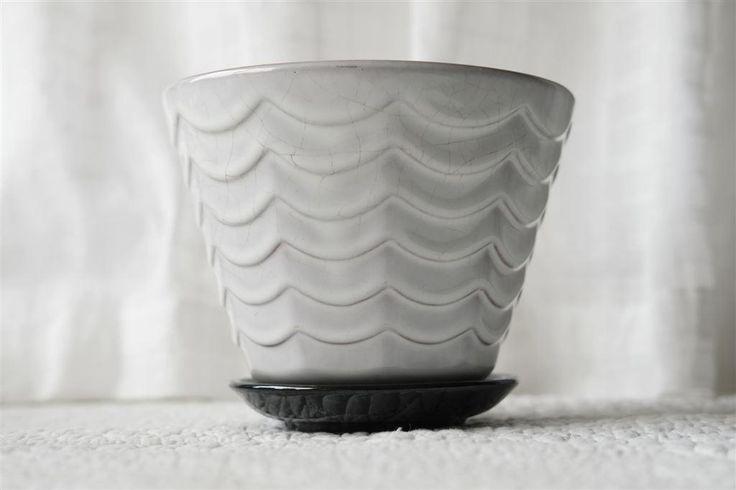 krukan Ann, 16 cm i diameter & 12 cm hög, blomruka ytterfoder ANN Upsala-Ekeby 50-tal