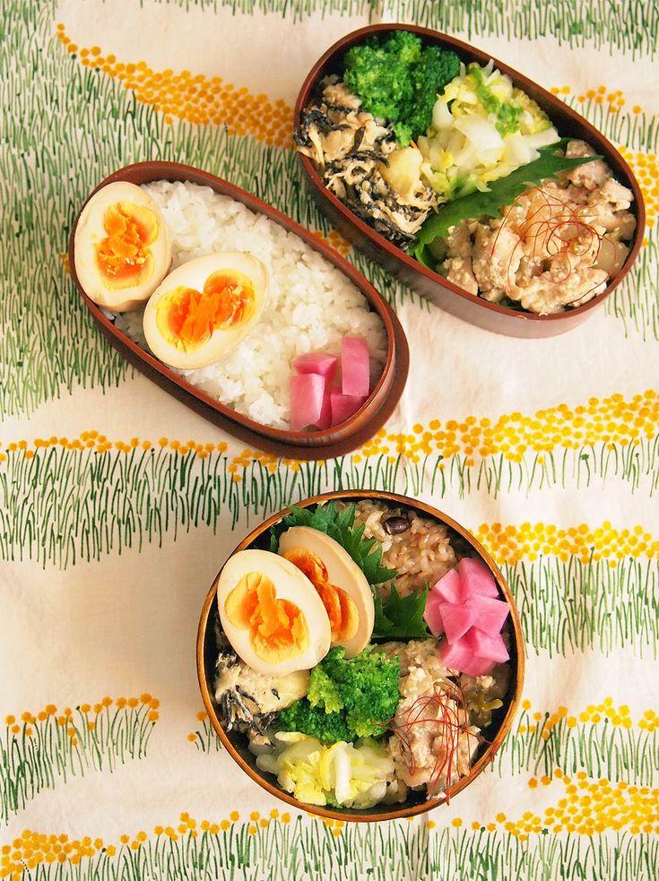 ごはん(私は小豆入り玄米) 鶏肉、大根、豆腐の中華炒め 白菜の柚子サラダ ブロッコリー ひじきと切り干し大根のポテトサラダ 黒酢煮卵 赤かぶ漬け