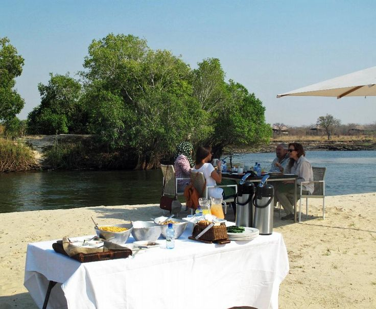 Happy to start the week with breakfast on an island in the Zambezi River? Join us at Toka Leya!