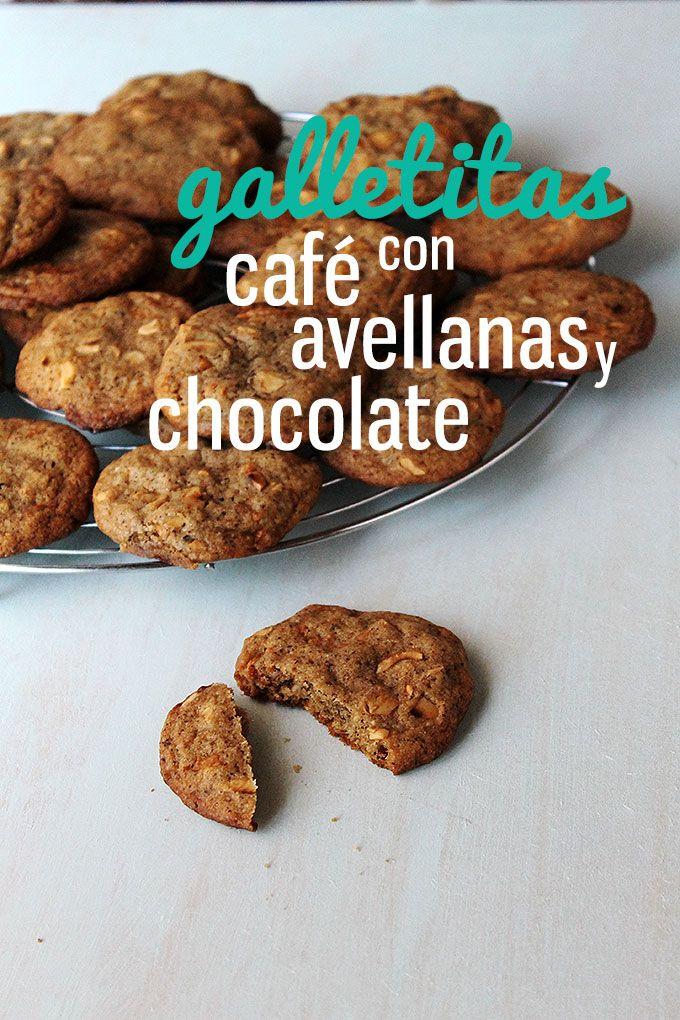 Café, avellanas, y chocolate dulce, que son una delicia de aromas y sabores. Recién horneadas, estas galletitas son blandas y con los días se van poniendo crocantes. Una delicia!