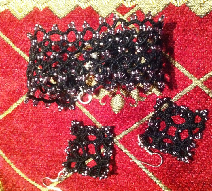 Handmade shuttle tatted black bracelet and matcing earrings with seed beads.Available, 35 euros for total set.