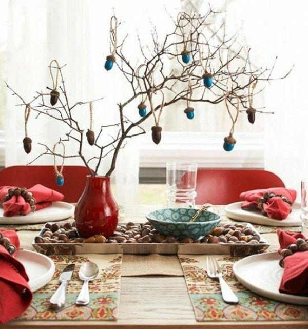 Eichel blaue Farbe Tisch dekorieren rote Vase