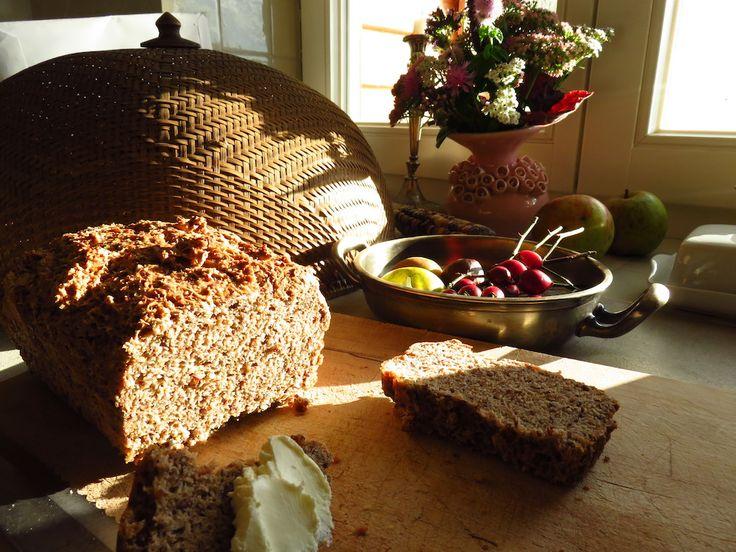 Für dieses Brot mit einem echt hohen Anteil an Leinsamen braucht es an sich gar kein Rezept. Es ist so einfach und schnell gemacht, dass es mir schon fast peinlich ist zugeben zu müssen, dass ich i…
