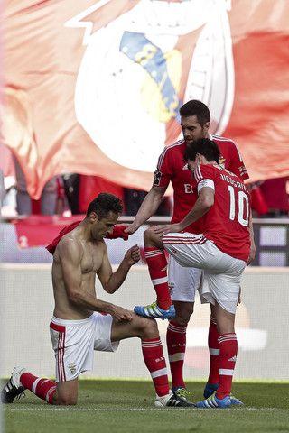 Expresso | Está tudo a pensar no mesmo: como é que o Benfica foi campeão? Fazendo limonada