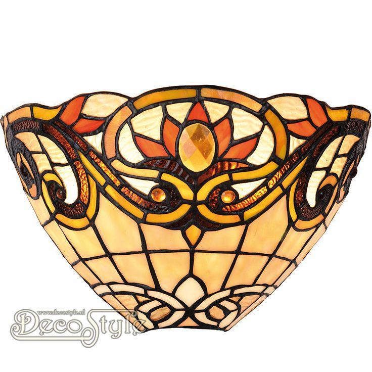 Tiffany Wandlamp Xania Deluxe  Een bijzonder mooie wandlamp.  Helemaal met de hand gemaakt van echt Tiffanyglas.  Dit originele glas zorgt voor de warme uitstraling. Met 1x kleine fitting (E14).   Afmetingen: Hoogte: 20 cm Diepte: 15 cm Breedte: 30 cm