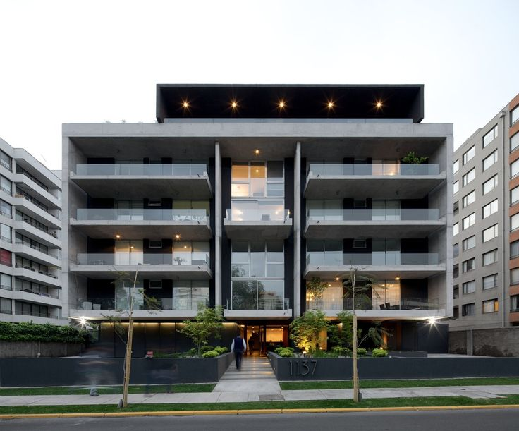 Las 25 mejores ideas sobre fachadas de edificios modernos for Fachadas edificios modernos