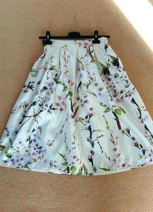Kupuj mé předměty na #vinted http://www.vinted.cz/damske-obleceni/sukne-po-kolena/10973236-midi-skirt-s-kvetinami