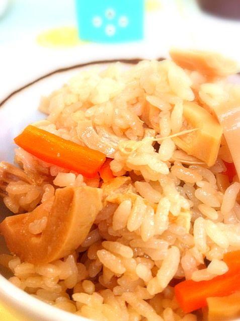 給与前で冷蔵庫内の物を食べ尽くしてます!頂き物のたけのこの塩漬けがあったので、塩抜きして作ってみました( ´ ▽ ` )ノ - 14件のもぐもぐ - たけのこご飯 by chiaki7717
