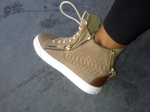 Fashion Is My Drug: Girly Footwear: Sneakers