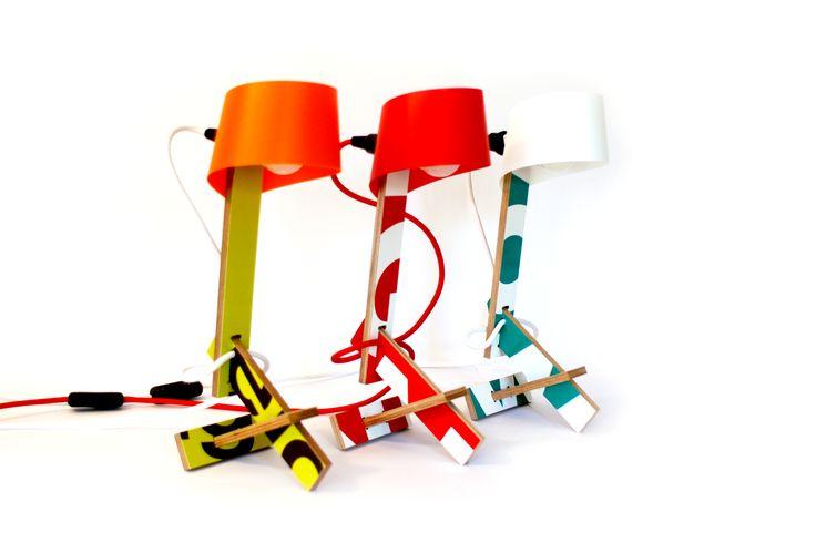 De BAUlamp is een uniek product. Het frame van deze designlamp is gemaakt van gebruikte bouwborden en daardoor is iedere lamp uniek. Om zelf in elkaar te zetten. BAU ze!