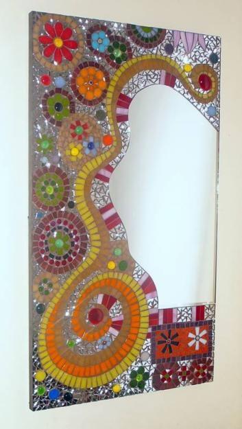 Espejo decorado con técnocas de mosaiquismo