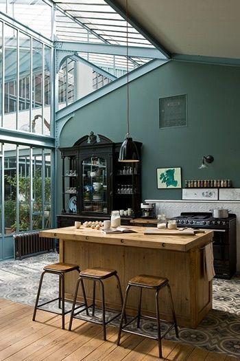 Îlot central dans la cuisine  http://www.homelisty.com/cuisine-avec-ilot-central-43-idees-inspirations/