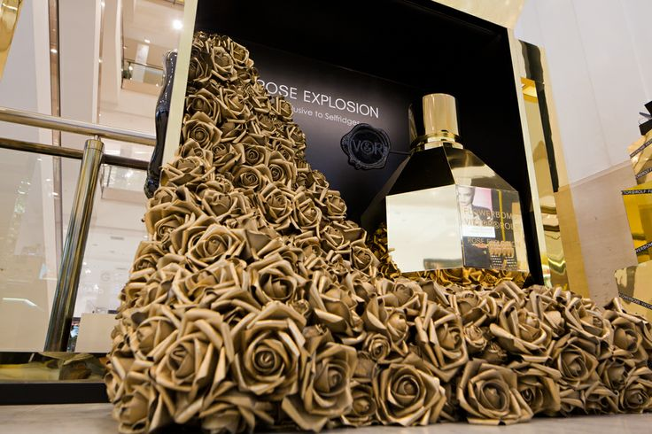 Flowerbomb Rose Explosion Point of Sale campaign.  www.nicolao-design.com