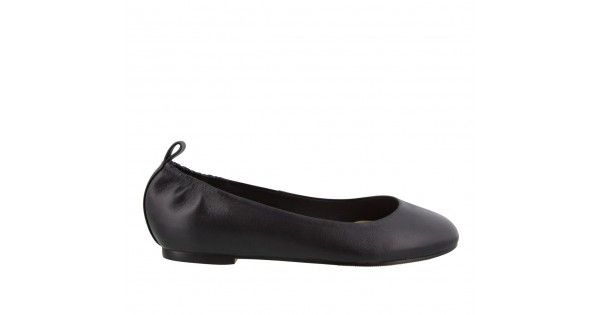 A soft black leather ballet flat with a classic round toe and pull tab at center back. - Leather upper and synthetic lining - Elastic at centre back top line Heel Height: 1cm