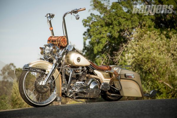 Harley-Davidson Road King lowrider bagger from Dago Dane
