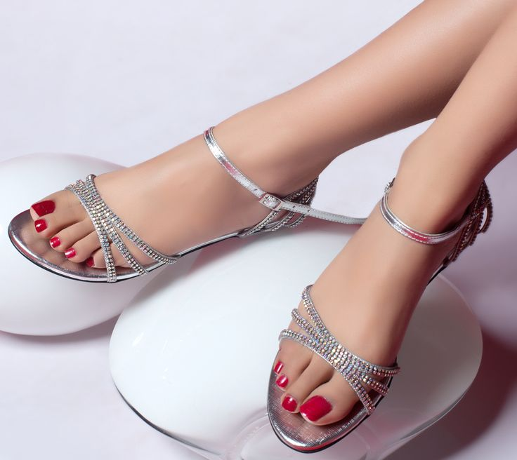 womens wide flat formal shoes - I want a pair of shoes like this for the formal, anyone finds any that are in US please let me know!