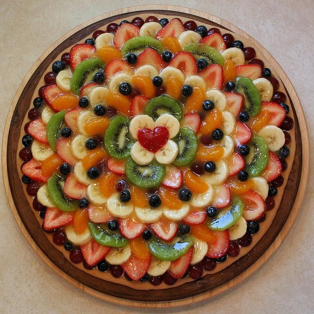 pretty fruit pizza design