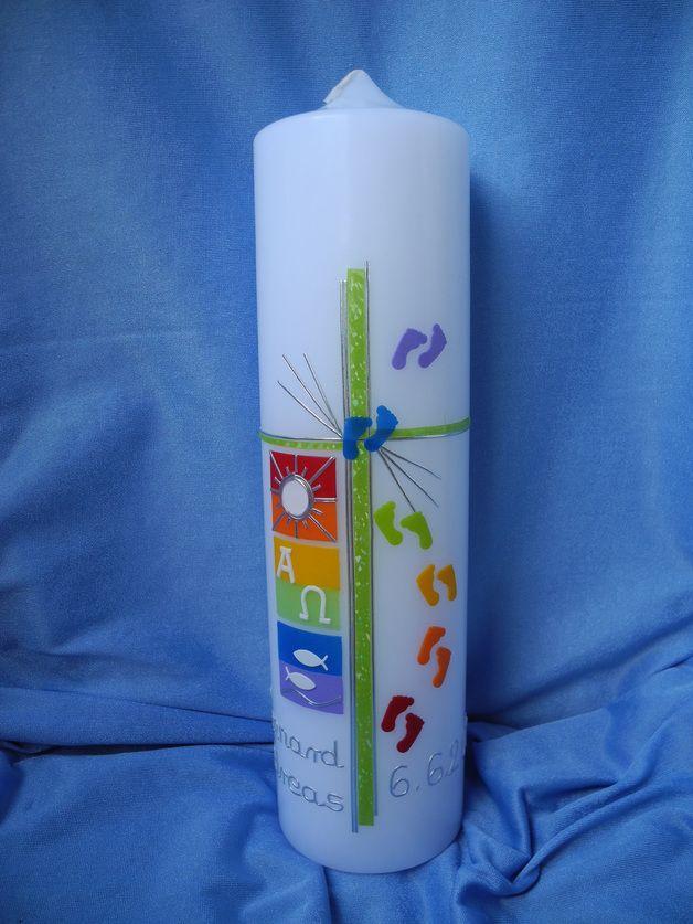 Motivfarbe: Regenbogen-Pastell-Farben Motivfarbe: Regenbogen-Normal-Farben  Kerze: weiß, rund,  1 Taufkerze: 300 x 70 mm   Für das sehr fein gehaltene Kreuz habe ich eine irisierende...