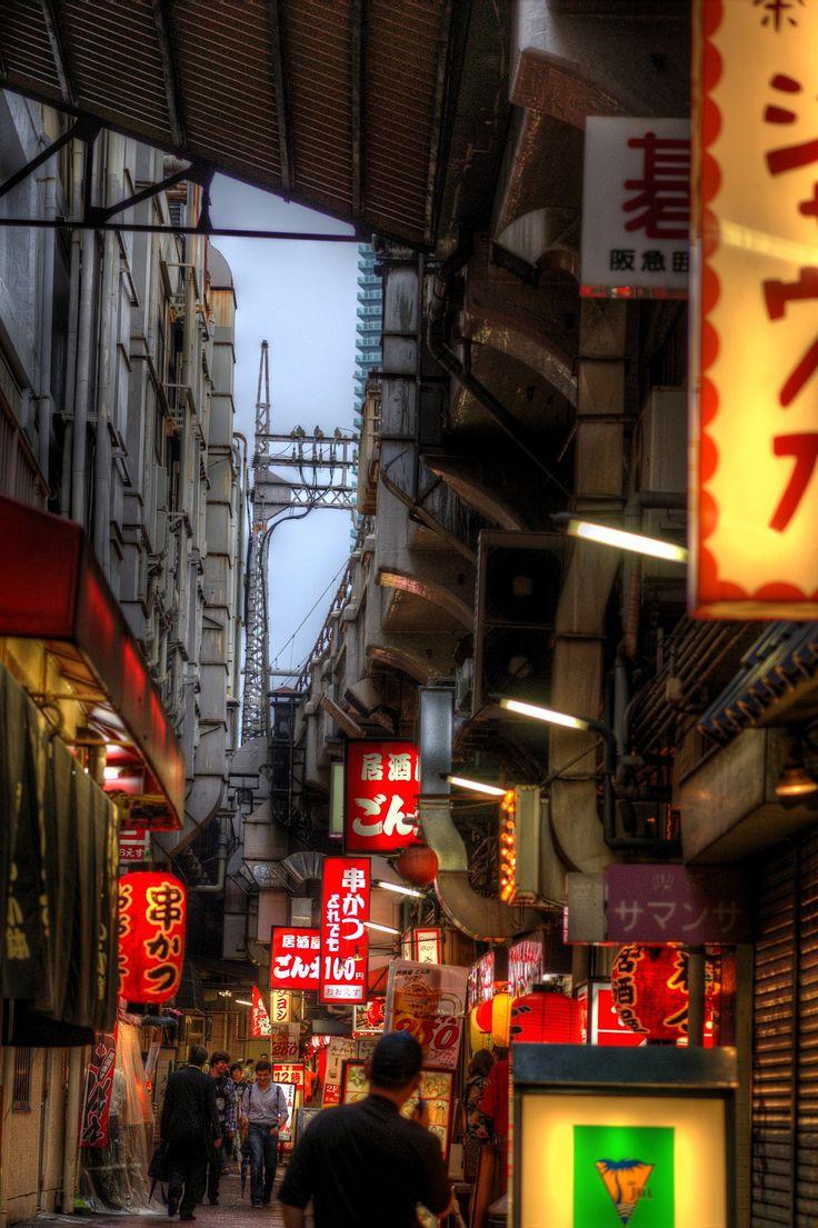 Sannomiya Back Alley, Kobe, Japan 高架下.Brandon & I spent a day walking around the back alleys, going to thrift shops & drinking beer.