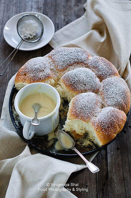 Buchteln mit Vanillesauce, yeast pastry with vanilla sauce