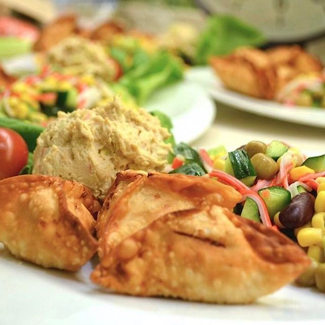 Treat yourself to some snacks! http://amzn.to/2oEqnkm アフリカゼミ料理会! 今回はサモサ/Samosaです。 みんなで10種類くらいつくって、100個ほど揚げました。おなかいっぱい幸せでした。  #サモサ #アフリカ #あげもの #野菜 #肉 #豆 #ス