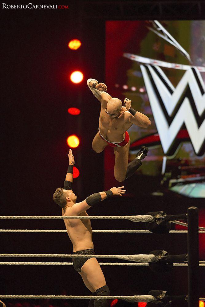 Cesaro vs The Miz - (The Dive)   #WWE Wrestling - Unipol Arena  #Cesaro #The Miz #skywwe  Roberto Carnevali