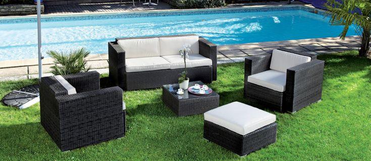Table De Jardin Weldom Le Lycee Abrite Un Musee Avec Plus De 3 000 Pieces Pour L Heure Il Est Outdoor Furniture Sets Outdoor Furniture Transforming Furniture