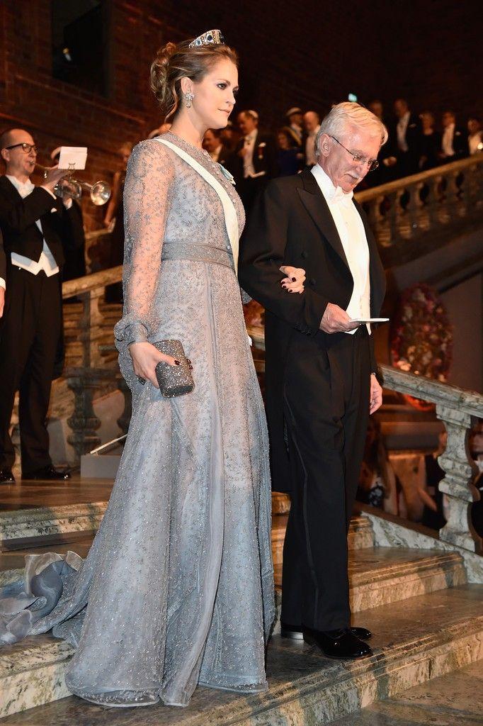 Prinsessan Madeleine, Nobel 2015.  Jag tycker den här klänningen är jätteläcker, så elegant och liksom mode-snygg!