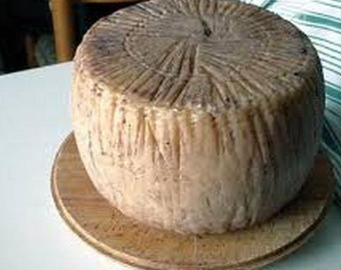 """un """"prodotto elitario"""" della Regione Campania...lo conoscete? #pecorinocarmasciano #campaniachetigusta http://www.campaniache.com/archivio/avellino/prodotti-e-piatti-tipici-avellinesi/226-il-pecorino-di-carmasciano"""