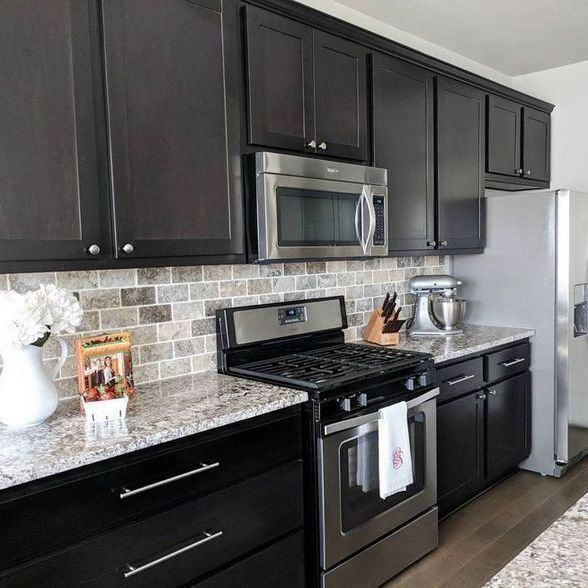 35 Kuchen Backsplash Ideen Mit Dunklen Schranken U Bahn Fliesen Geheimnis In 2020 Backsplash Kitchen Dark Cabinets Kitchen Remodel Small Replacing Kitchen Countertops