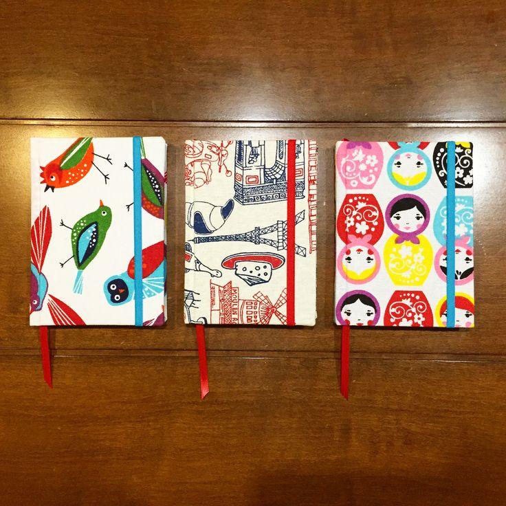 Cuadernos cosidos a mano, tapas duras forradas en tela, con elastico y cinta señaladora!