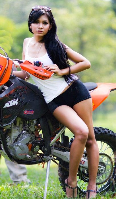 Foto cantik dan seksi Putri Angraeni | Berita Terbaru 2013