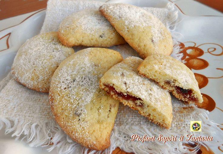 Ravioli dolci romagnoli I ravioli dolci romagnoli sono biscotti di pasta frolla ripieni di marmellata, chiusi a mezzaluna e cotti in forno. I raviolicome