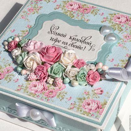 Купить или заказать Коробочка для денег 'Цветущий сад' в интернет-магазине на Ярмарке Мастеров. Коробочка для денег ручной работы - это хороший способ оригинально преподнести денежный подарок на свадьбу и на долгую память оставить воспоминания о незабываемом дне в жизни молодых! Коробочка декорирована большим количеством цветочков! Бумага перламутровая! На коробочке есть открытка с бантиком и место для Ваших пожеланий. Есть возможность внутри открытки написать стихотворение или…