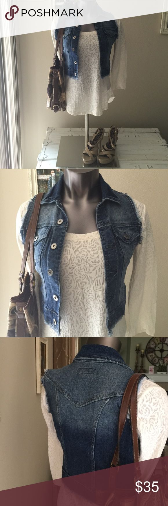 PARIS BLUES, SIZE SMALL, SLEEVELESS JEAN JACKET  PARIS BLUES, SIZE SMALL, SLEEVELESS JEAN JACKET! PERFECT CONDITION! Bought for my daughter...she NEVER wore it! ADORABLE! PAIR WITH ANYTHING! DRESS UP OR DOWN!  Paris Blues Jackets & Coats Jean Jackets