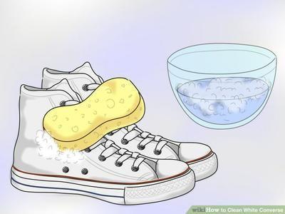 Usa este simple truco para limpiar sus zapatos blancos sucios y dejarlos blancos otra vez!