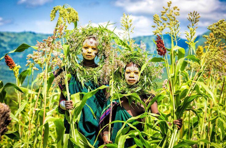 「世界一ファッショナブル」な民族!アフリカのスリ族の写真展開催 5枚目の画像
