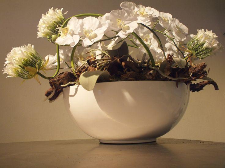 Arrangement van zijde bloemen