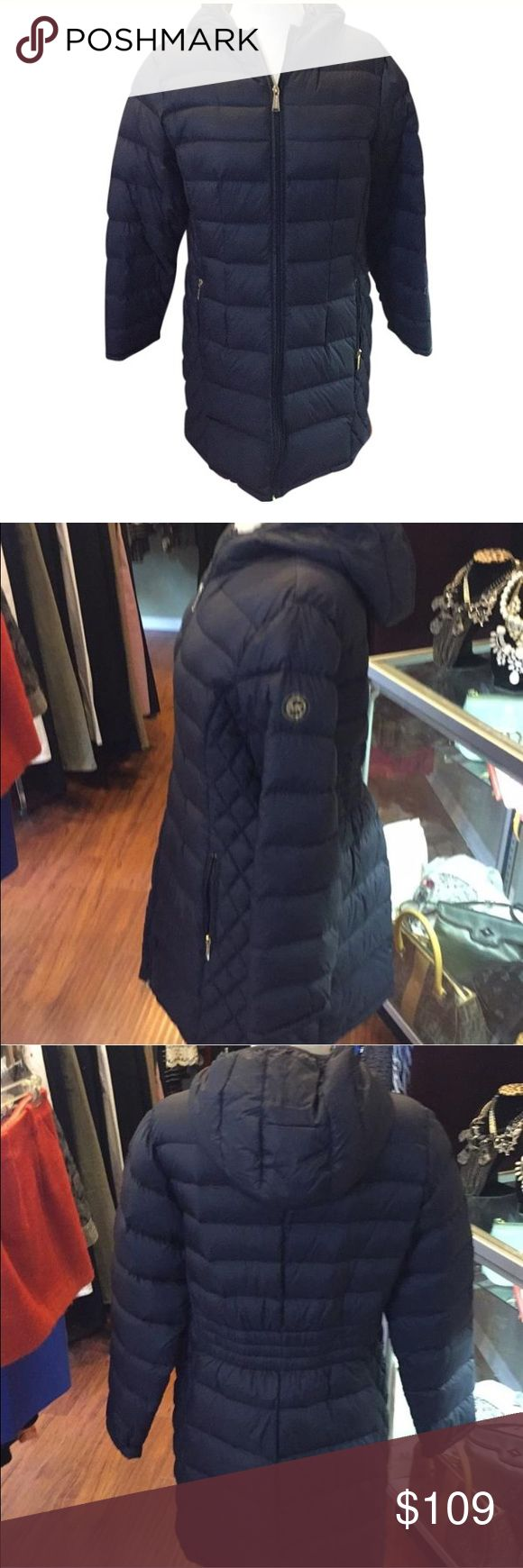 Michael kors packable down quilted puffer coat ⬇️ Excellent condition. No PayPal or trades. Reasonable offers accepted via offer option only. Location : Pompton Lakes, NJ Michael Kors Jackets & Coats