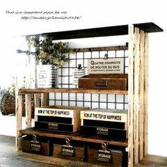 100均アイテムを使ったお手頃DIYや、テーブル作りや家具作りといった本格DIY、ディアウォールやカッティングシートを使った部屋作りにDIYリフォームなど、今すぐ試してみたくなるDIY実践アイデアを多数ご紹介しています。ここでは、木材を使った本格的ものやから、ダイソーやセリアなどの100均ショップのグルーガンなどの手軽なアイテムを利用した初心者でも簡単に取り組めるDIYまで幅広いアイデアをご紹介しています。また、wagonworksさん、SWAROさん、rkmamaさんといった有名DIYクリエイターへの取材記事も掲載していますので、DIYのベテランの方も楽しめる内容が盛りだくさんです。キッチンやリビング、バスルームにトイレや洗面所、玄関など場所別DIY。部屋のリフォームに、ベッドやソファー、テーブルやテレビ台といった家具作り、ハンドメイド、手芸といった雑貨・小物作り。それぞれのDIYを楽しみましょう。