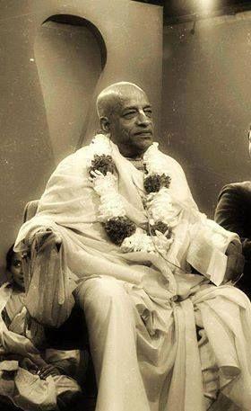 Quando Sua Divina Graça AC Bhaktivedanta Swami Srila Prabhupada entrou no porto de Nova York em 17 de setembro de 1965, poucos americanos tomaram conhecimento – mas ele não era apenas mais um imigrante. Antes de Srila Prabhupada falecer em 14 de novembro de 1977, com 81 anos, fundou a Sociedade Internacional para a Consciência de Krishna (ISKCON) e abre mais de 100 templos, ashramas e centros culturais.