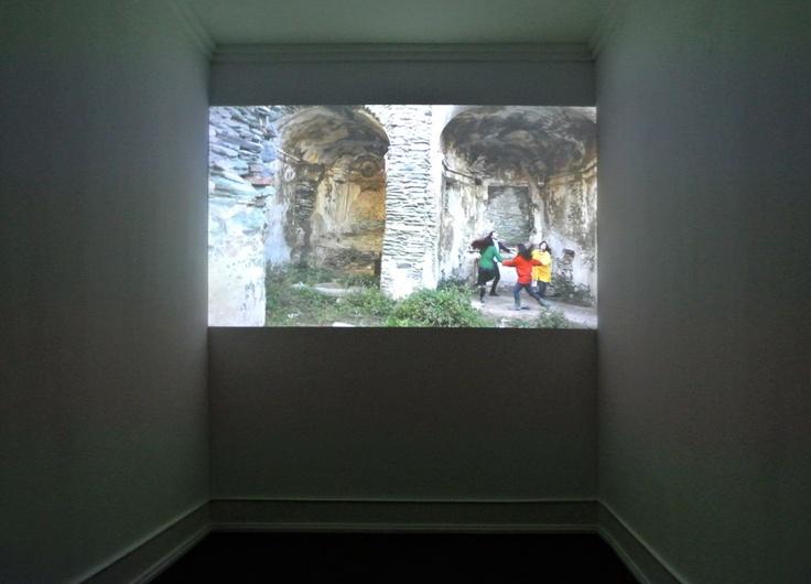 Mel O'Callaghan: Endgame, 2012, vídeo presentation at Galeria Belo-Galsterer, Lisbon, Portugal.  © The artist & Galeria Belo-Galsterer