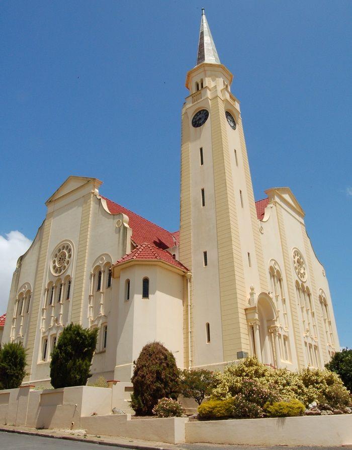 Die NG Kerk staan in Napier se hoofstraat. Foto: Phil Pietserse (Flickr) http://www.lekkeslaap.co.za/akkommodasie-in/malmesbury